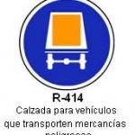 Señal R-414 calzada para vehiculos que transporten mercancias peligrosas