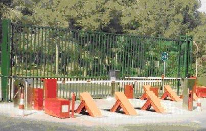 Barrera control de acceso con obstaculo de seguridad