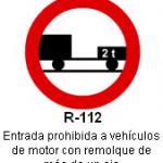Señal R-112 entrada prohibida a vehiculos de motor con remolque de mas de un eje